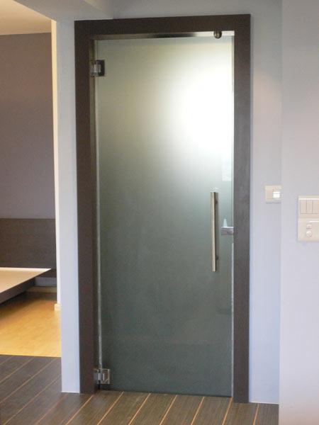 Двери для туалета и ванной Стекло идеально подходит в качестве материала дверей ванной комнаты Плавленый силикат натрия не гниет не поглощает влагу и не меняет геометрии даже при