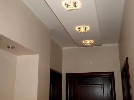 Подвесные потолки из гипсокортона