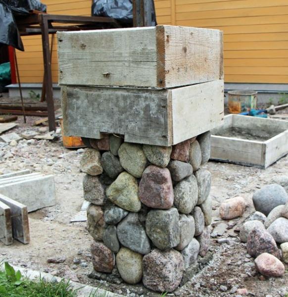 Каменные столбы для забора своими руками