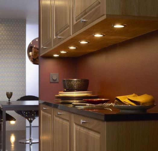 Подсветку для кухни под шкафы