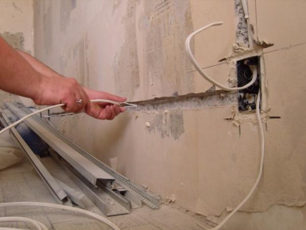 особенности установки проводки в гараже