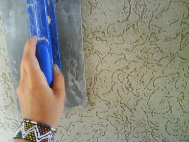 Как наносить декоративную шпаклевку на стены видео