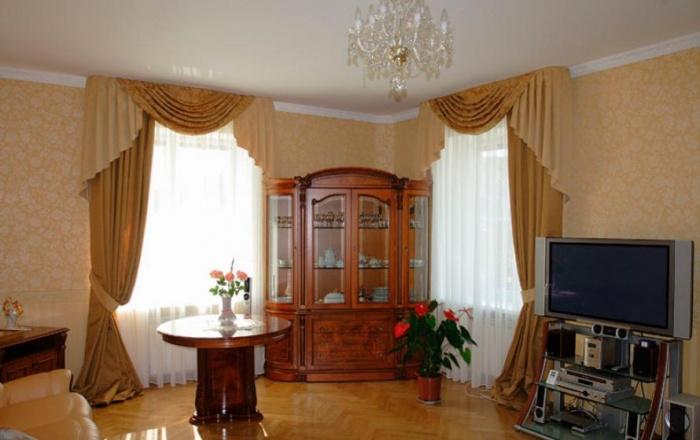 Комната с двумя окнами
