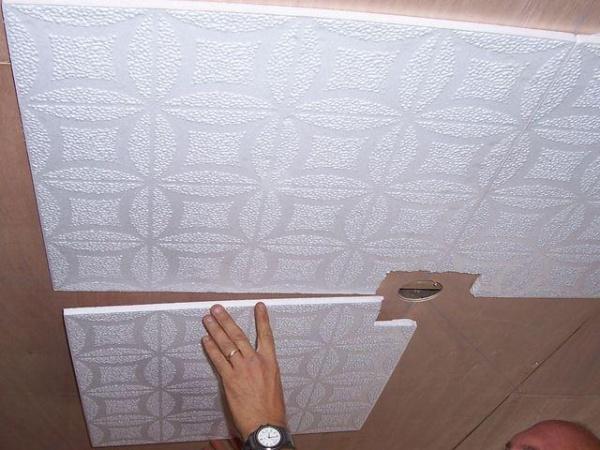 Отделка потолка плитами ПВХ