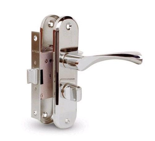 Как установить дверную ручку с защелкой