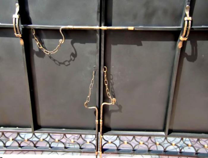 Как сделать запоры для гаражных ворот своими руками 92