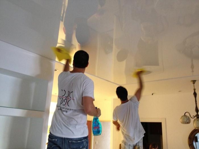 Чем мыть натяжные потолки в домашних условиях видео