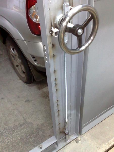 Запоры для гаражных ворот своими руками