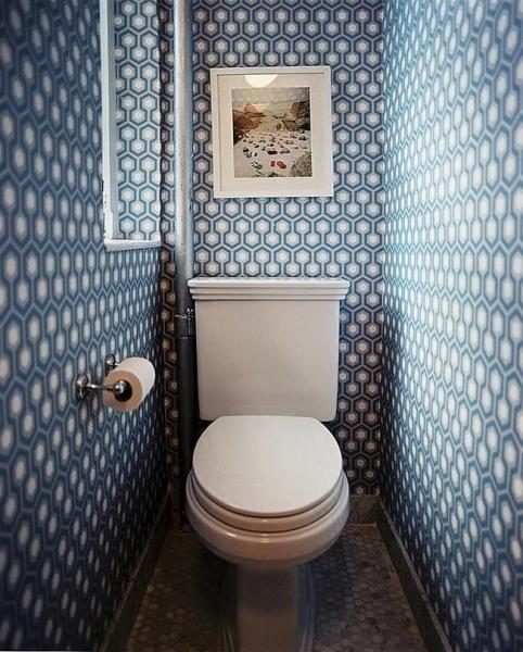 туалет обклеенный обоями фото