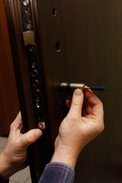 Замена входной двери своими руками