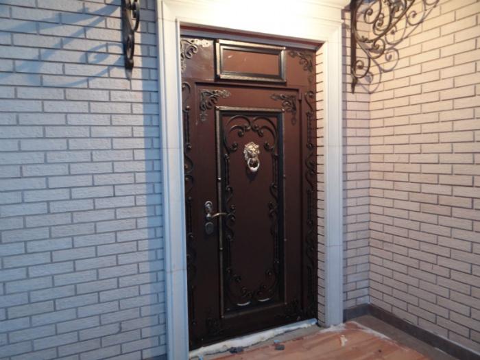 Утепленная входная дверь в частный дом
