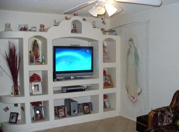 Как сделать полку под телевизор на стену 154