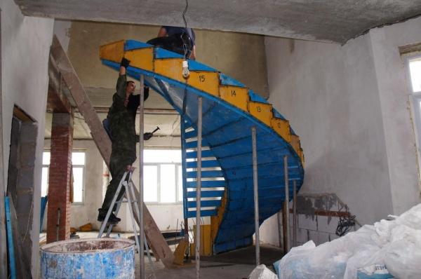 Лестница из монолитного бетона своими руками