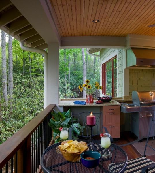 Дизайн террасы в деревенском доме