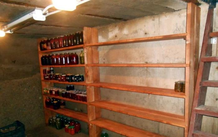 Стеллаж для банок в подвале своими руками 895