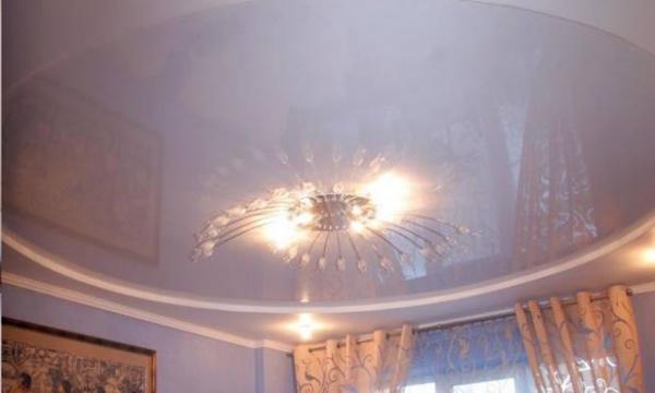 дизайн потолка в зале