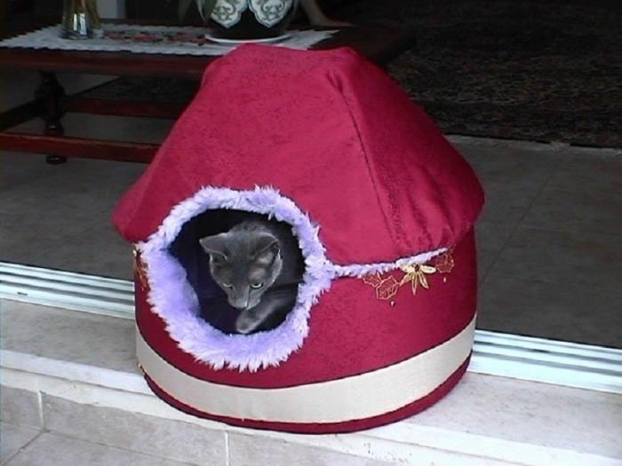 Домик из поролона для кошки