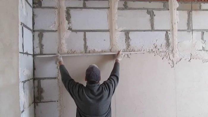 Как выровнять стену под обои
