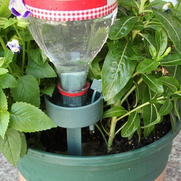 Капельный полив из пластиковых бутылок для домашних цветов