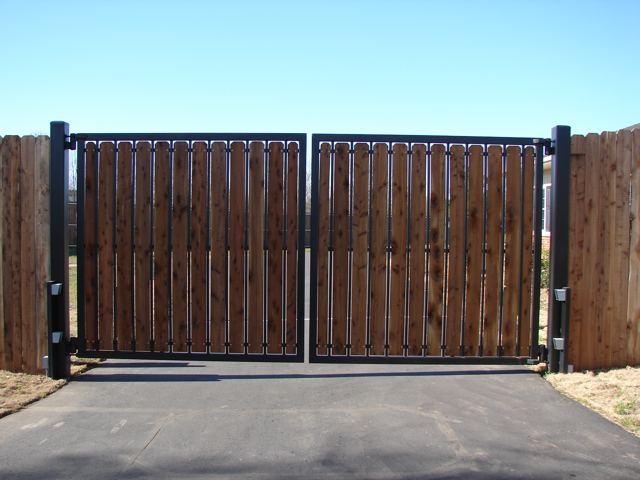 уже было фото простых деревянных двухсторонних распашных ворот модели термобелья пошиты
