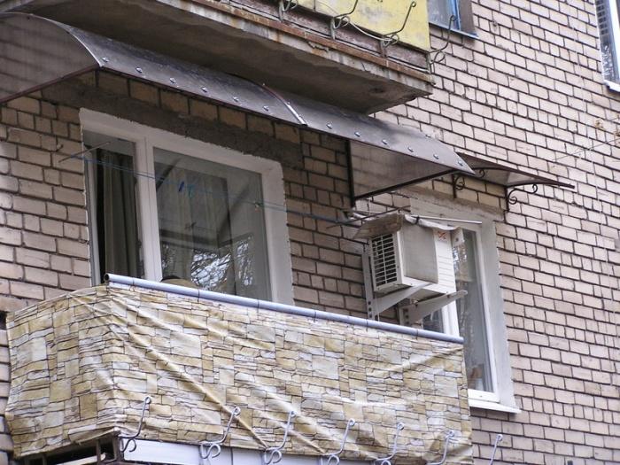 Законно ли устанавливать козырек на балконе на последнем этаже