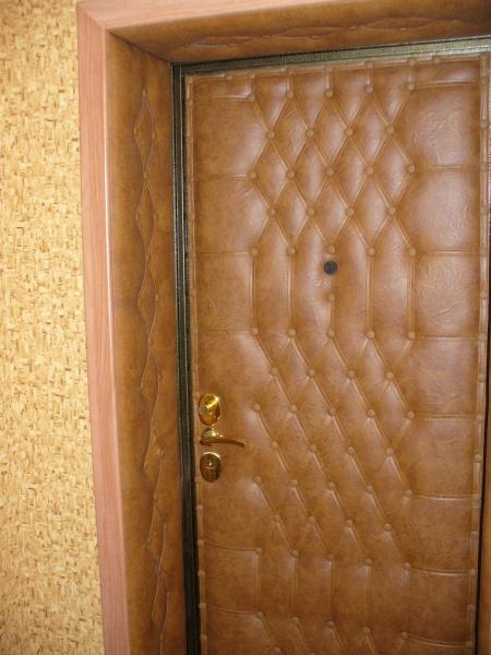 Чем изнутри отделать входную дверь изнутри своими руками