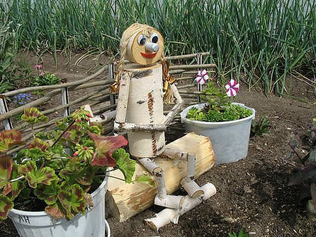 Поделки для огорода из подручных материалов