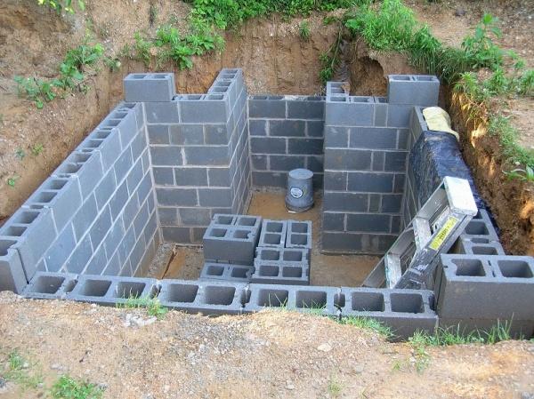 Возведение стен для погреба