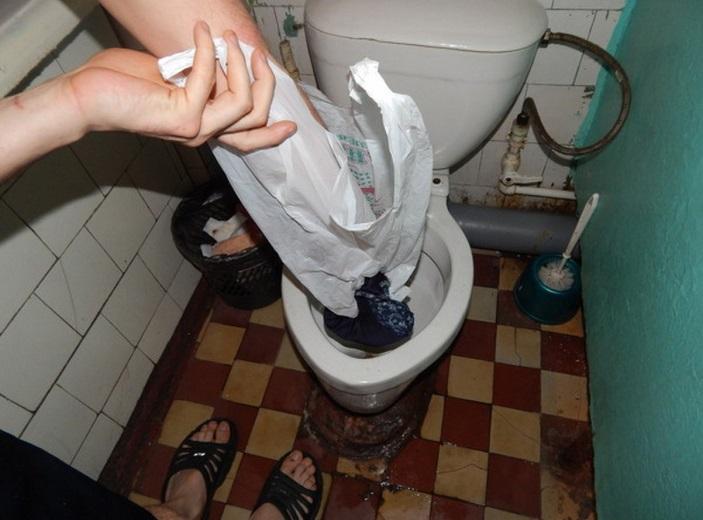 Франківців просять не викидати непотріб у будинкову каналізацію