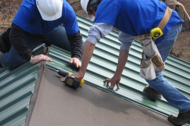 Покрыть односкатную крышу профнастилом своими руками фото 54