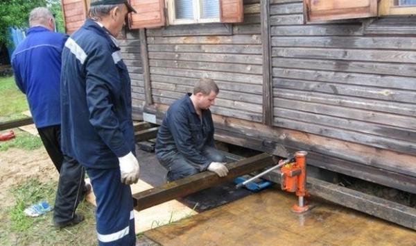Ako posilniť založenie dreveného domu