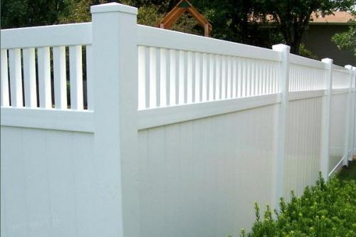 Забор на даче своими руками из дерева профнастила