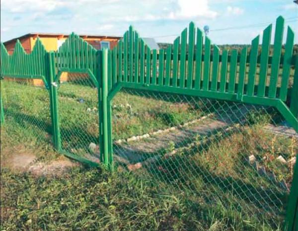 Кружевной забор из рабицы своими руками 74