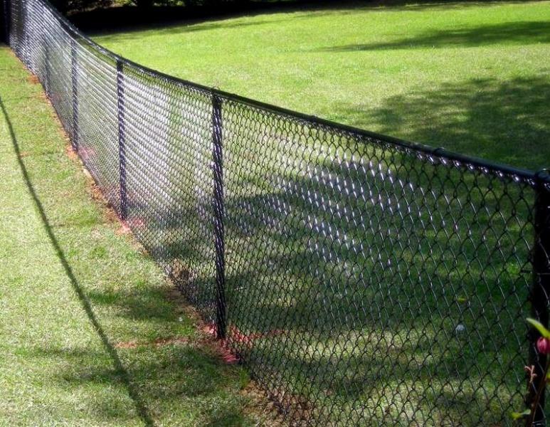 забор из оцинкованной сетки рабица своими руками